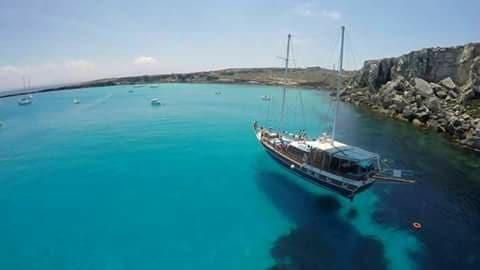 Rejs jachtem. Wyspy Egady. Trapani, Sycylia. Wycieczka, rejs. Najpiękniejsze plaże w Trapani i okolicach.