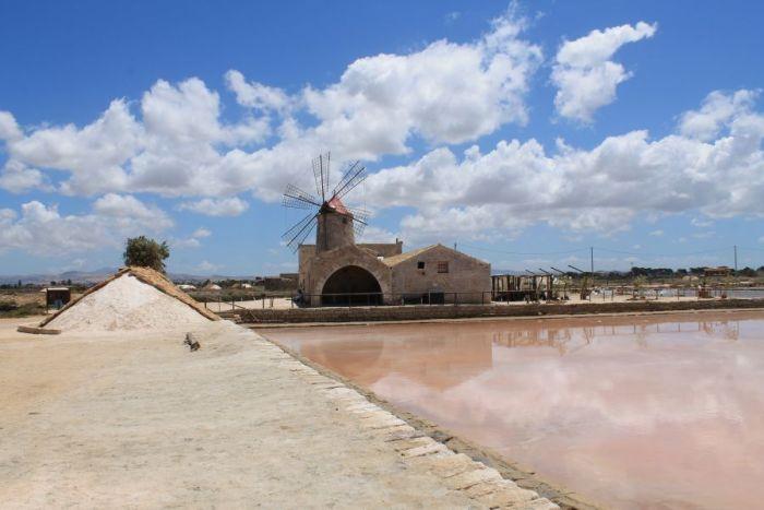 Saliny w Trapani, Wiatrak wodny w Trapani, saline di Trapani, Saline di Nubia, Saliny w Nubii, Trapani, Sycylia, Sól morska, Solniczki w Trapani