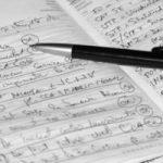 Pen op agenda vol aantekeningen, klaar om te plannen en actie te ondernemen. Copyright Flaviu Lupoian