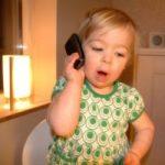 Telefonerend meisje (niet mijn dochter), copyright Martin Lundgren