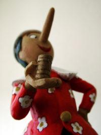 Pinokkio met goudstukken in zijn hand, copyright foto: Bjorn de Leeuw