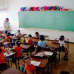 Klaslokaal met kinderen en leerkracht, copyright foto: Elias Minasi