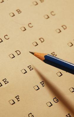 Een multiple choice formulier met een potlood. Copyright foto: Clinton cardozo