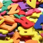 Kleurige letters van schuimrubber, voor woorden die ertoe doen. Copyright foto: Stephen Tainton