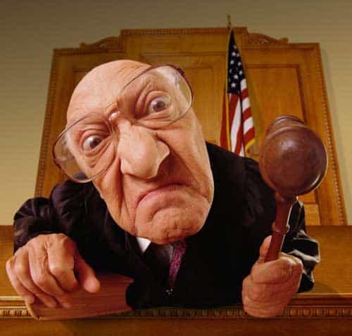 rechter oordeelt Het derde karmische patroon: voor oordelen