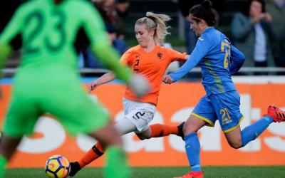 Kim Everaerts met Oranje O18 naar the USA