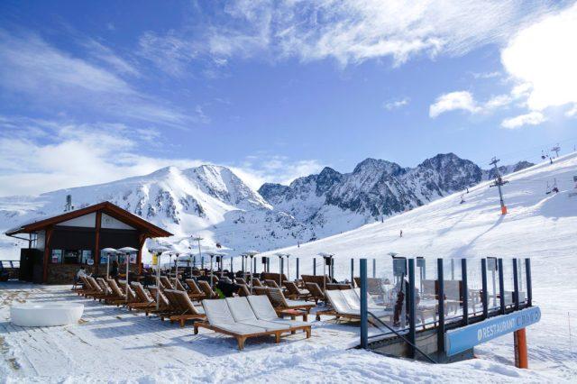 La terraza Cala Bassa (Costa Rodona) es punto de encuentro de esquiadores y competidores FOTO: Grandvalira