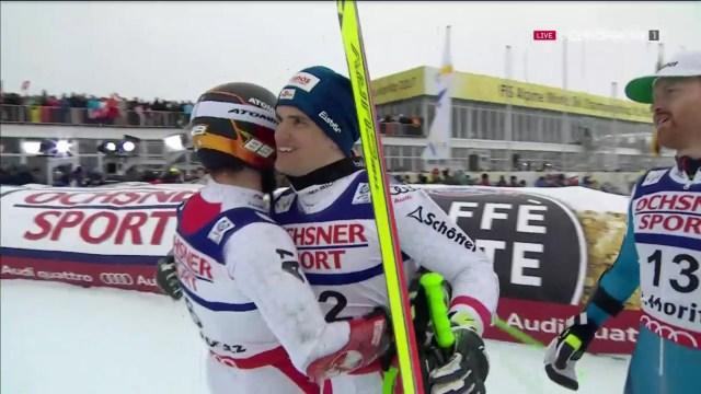 Roland Leitinger, plata, felicita a Marcel Hirscher en presenciade Leif Kristian Haugen FOTO: Eurosport