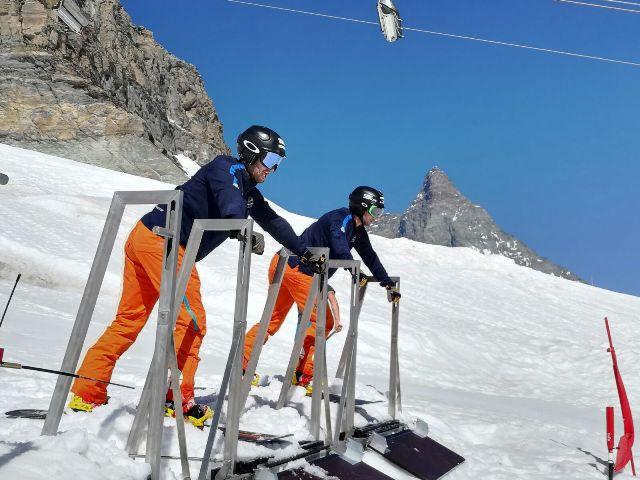 El equipo de snowboard cross de la RFEDI ya está en Zermatt