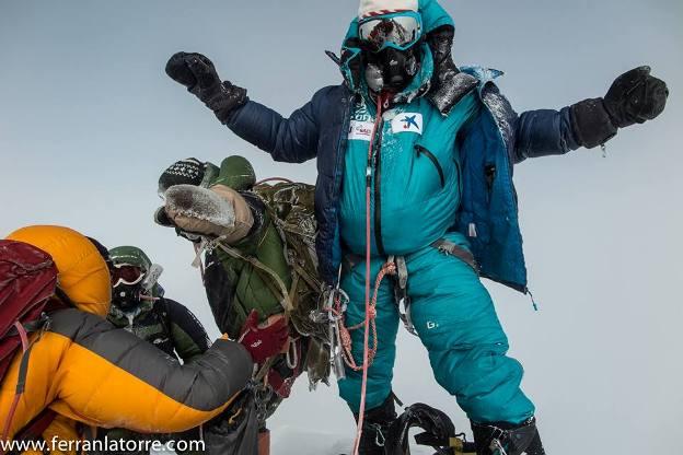 Con este gesto de satisfacción, Latorre conseguía el sábado pasado la cima del Everest