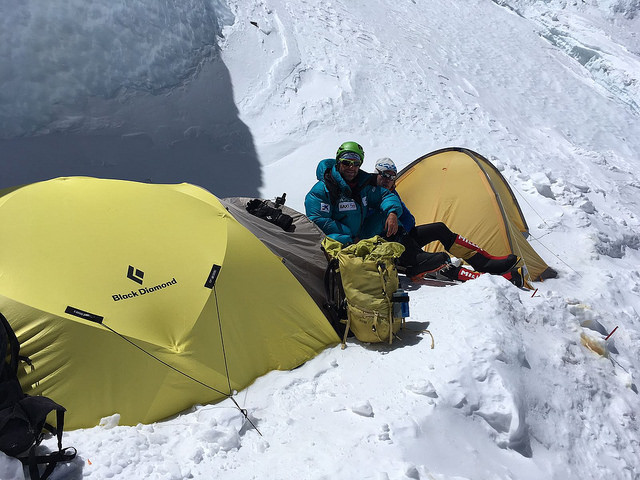 El alpinista en el campo 4 del Everest