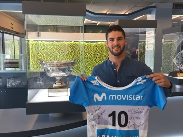 El subcampeón del Mundo posa con la camiseta patrocinada por Movistar