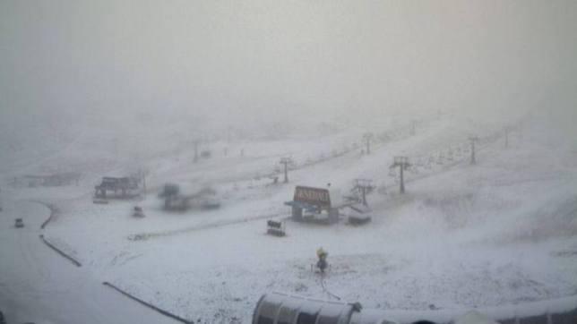 Primera nevada de otoño en la estación Penibética