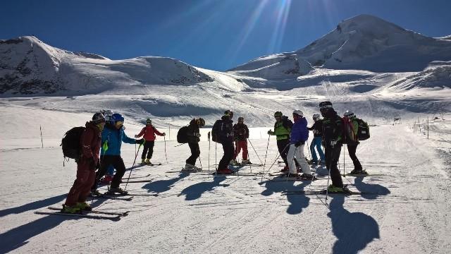 El equipo tendrá la suerte de esquiar junto con los equipos nacionales que estén presentes en el glaciar esa semana
