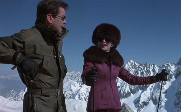 Pierce Brosnan y Teri Hatcher, durante el rodaje de '007, el mañana nunca muere' en Peyragudes hace ya veinte años