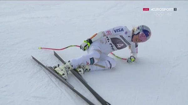 Lindsey Vonn quedó tendida en el suelo tras cruzar la meta y con una posible lesión de espalda