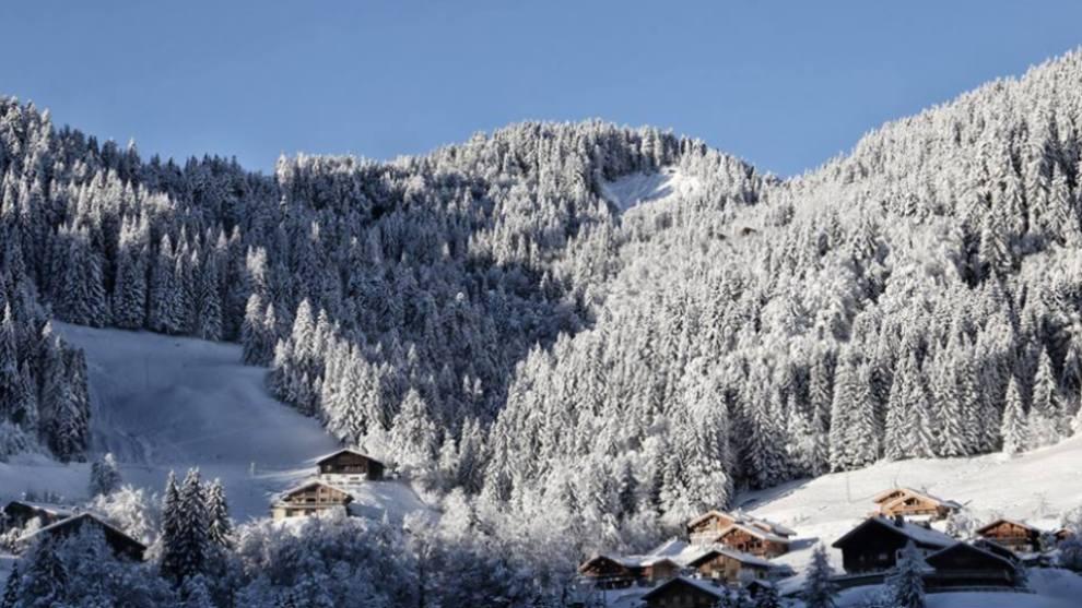 Los efectos de la ciclogénesis explosiva Ana ha propiciado una grana avalancha de nieve en La Clusaz