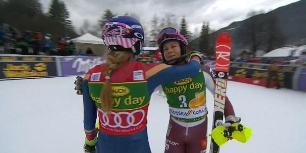Frida Hansdotter felicita a Mikaela Shiffrin tras perder por 1