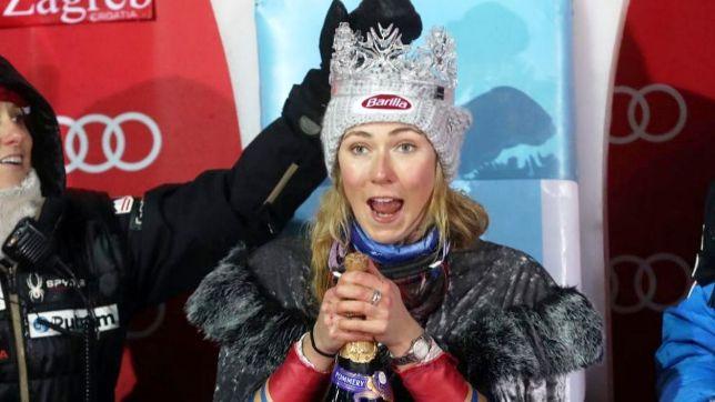 Mikaela Shiffrin es coronada como la Reina de la Nieve, trofeo que se otorga a la vencedora del slalom de Zagreb, que hoy ha ganado por tercera vez