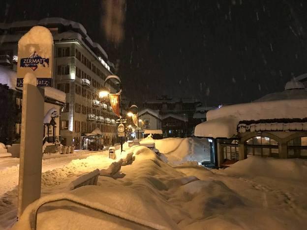 Los accesos a la estación suiza de Zermatt siguen cerrados, incluidos los vuelos en helicóptero