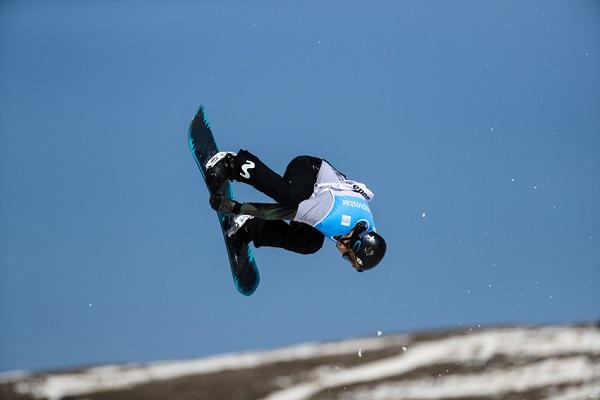 Josito Aragón tratará de revalidar el título de campeón de España de slopestyle en snowboard FOTO: Pepe Marín