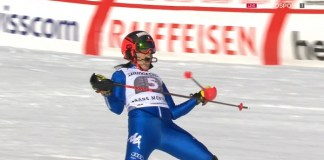 Federica Brignone da rienda suelta a su euforia tras cruzar la meta de la manga de slalom