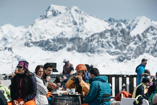 Semana idónea para compartir el deporte con el descanso en alguna de las terrazas de los centros invernales