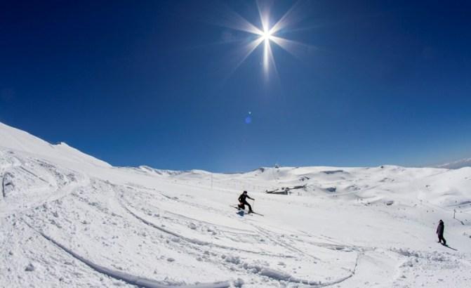 Sierra Nevada posee gruesos todavía de cuatro metros de nieve
