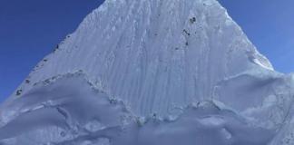 La montaña de Alpamayo en Perú