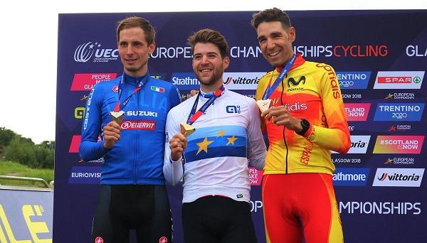 David Valero luce el bronce en el podio junto al suizo Lars Forster y el italiano Luca Braidot