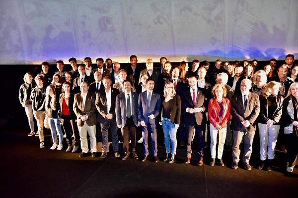 Foto de familia al final del acto. FOTO: Toni Grases/@photoset.es
