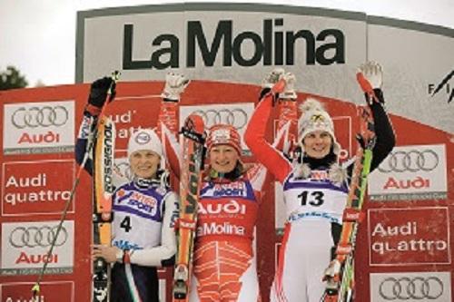 Tanja Poutiainen, en el podio junto a Manuela Moelgg y Nicole Hosp tras ganar el gigante, disciplina en la que ganó su segundo y último Globo de la disciplina. FOTO: FGC