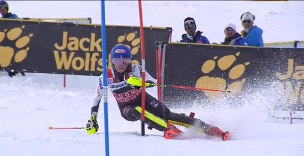 Shiffrin, hoy en el slalom de Courchevel, camino de su 50ª victoria.