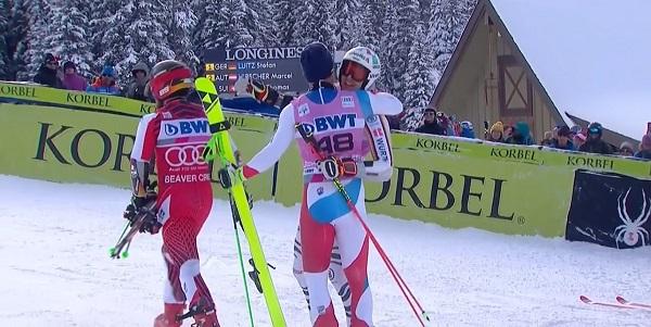Stefan Luitz es felicitado por Thomas Tumler y Marcel Hirscher