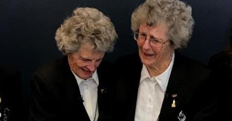 Las gemelas Wurteles tras ser nombradas miembros de la Orden de Canadá. FOTO: Facebook Wurteletwins