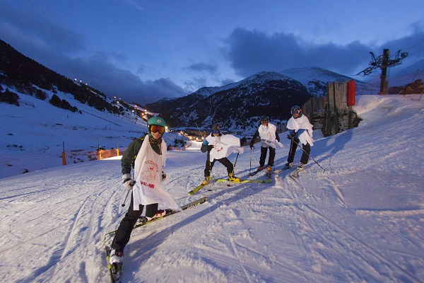 La Nit del Papu de Núria es la esquiada nocturna decana del Pirineo.