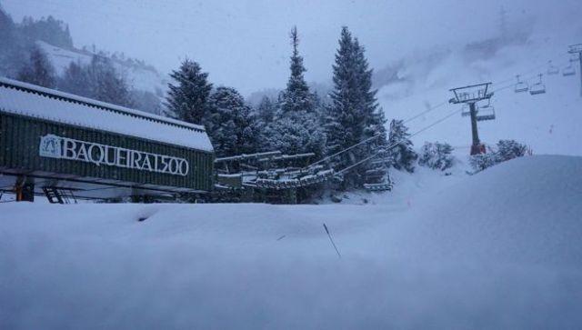 La nieve ha llegado puntual a todas las cotas de Baqueira con gruesos de hasta 25 cm y temperatura de -14ºC