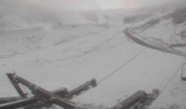 La nieve llega a Valgrande Pajares y podrán por fin poner en marcha los cañones