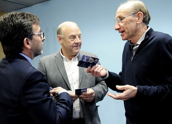 Jordi Cinca, Josep Mandicó y Conrad Blanch, esta mañana en el acto de presentación de la moneda conmemorativa.