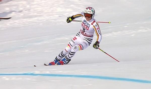 Viktoria Rebensburg ha sido la más rápida en la primera manga y ha perdido el oro en el último intermedio de la segunda bajada.