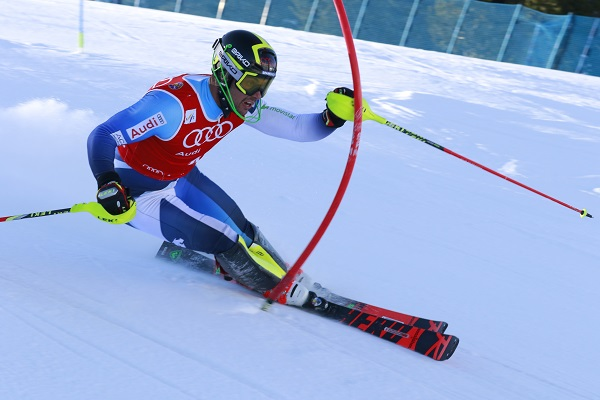 Alex Puente ha revalidado su título de campeón de España de slalom rodeado de familiares y amigos. FOTO: Fototur