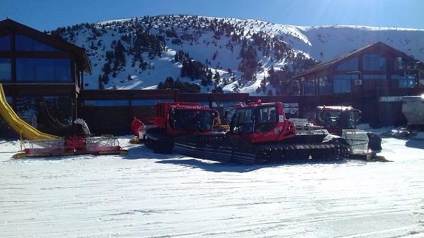 Parte de la flota de pisanieves de Grandvalira. FOTO: Nieveaventura.com
