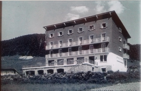 El Estado francés exigió que para tener una estación de esquí había de construirse un hotel. Y Paul Samson levantó Le Llaret. FOTO: Nieveaventura.com