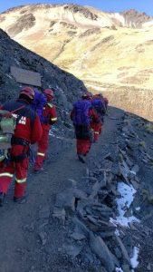 El rescate tuvo que hacerse a pie por un grupo de bomberos de Bolivia
