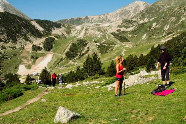 El senderismo es otra de las actividades contempladas en la estación pirenaica