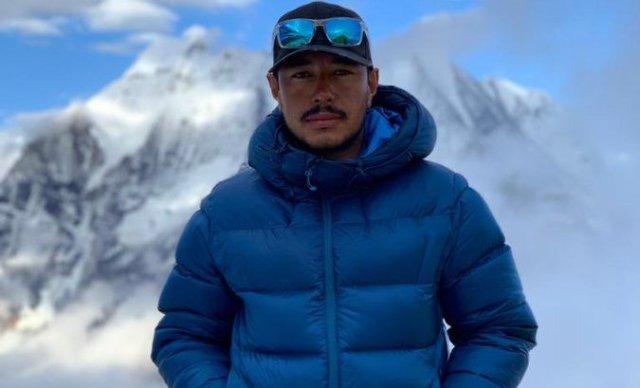 El alpinista nepalí unas horas antes de coronar el Manaslu