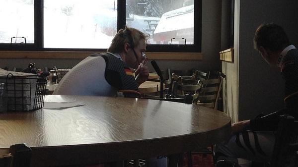 Esta toma de oxígeno de Stefan Luitz entre las mangas del gigante de Beaver Creek que ganó, acabó por arruinarle la temporada. FOTO: RTS