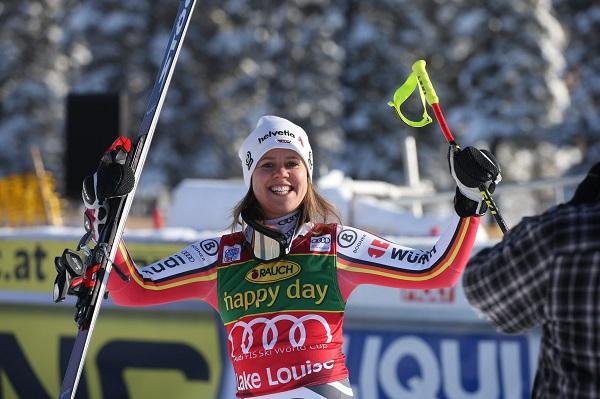 Viktoria Rebensburg, feliz tras su primera victoria dela temporada. FOTO: Twitter VR