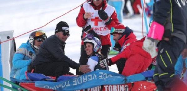 Aline Danioth se lesionó gravemente una rodilla en el gigante paralelo de Sestriere y se perderá lo que resta de temporada.