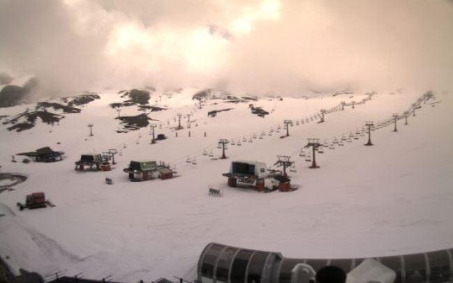 El centro invernal, cerrado a mediados de marzo por el coronavirus, continúa con mucha nieve